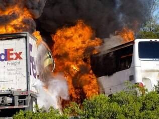 O ônibus transportava um grupo de estudantes do ensino médio da área metropolitana de Los Angeles que estavam a caminho das instalações do campus da Universidade Estadual de Humboldt, em Arcata