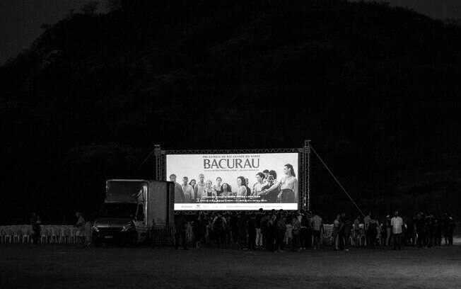 Mais de 2 mil pessoas foram assistir a pré-estreia de Bacurau no povoado Barra