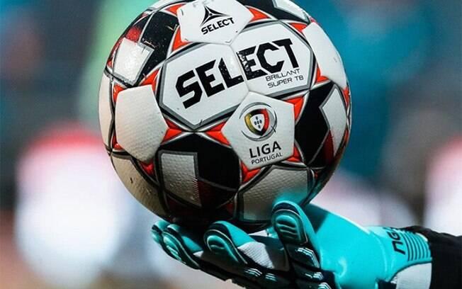 Bola voltou a rolar em Portugal