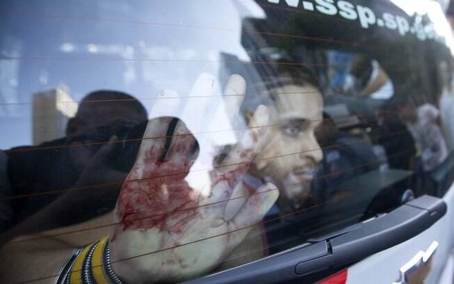 Rapaz é preso antes de manifestações na Avenida Paulista neste domingo (17)