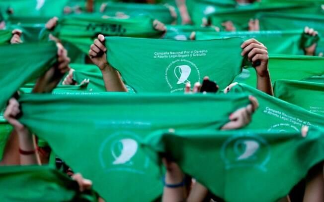 Os pañuelos verdes remetem ao movimento a favor do aborto na Argentina