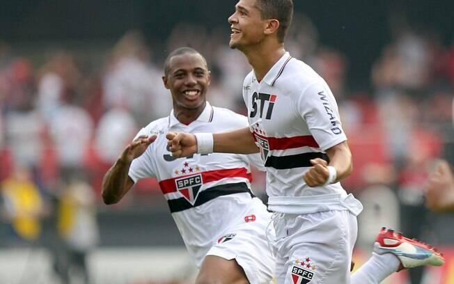 Denílson comemora golaço no clássico diante do Palmeiras. Foto  Vipcomm 9939a9188fabd