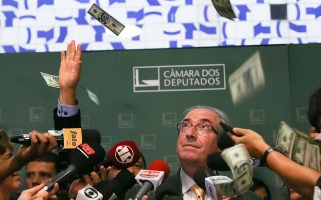 Em novembro, Cunha é hostilizado e recebe uma chuva de dólares falsos com a sua face estampada. Foto: Lula Marques/Agência PT - 4.11.15
