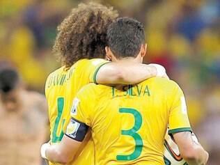 Titulares da seleção brasileira, David Luiz e Thiago Silva formam a dupla de zaga considerada a melhor do mundo