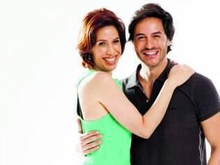 Dupla vive Fernanda e Zeca, que ficam trancafiados no banheiro