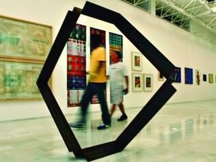 Escultura. No centro, um dos trabalhos do artista Jorge dos Anjos, nascido em Ouro Preto