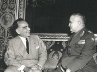 Getúlio Vargas conversa com seu ministro da Guerra durante o Estado Novo, general Eurico Gaspar Dutra