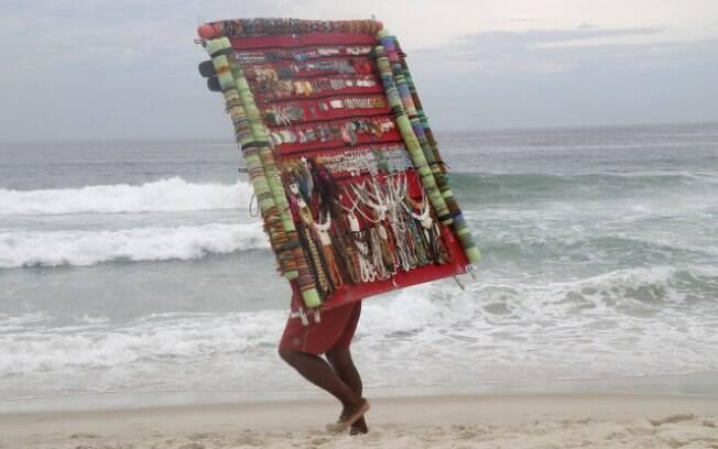 Vá vender suas artes na praia, rapaz!