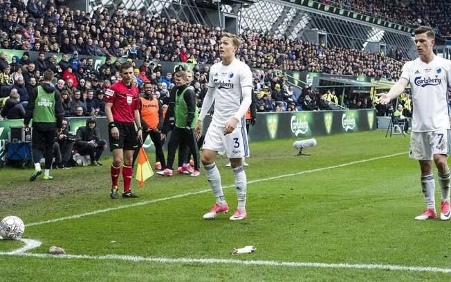 Torcedores do Brondby jogaram ratos mortos contra os jogadores do Copenhague durante o clássico dinamarquês