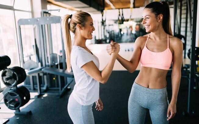 Conciliar treino para queimar gordura com outras medidas ajuda a emagrecer e obter resultados mais rápidos
