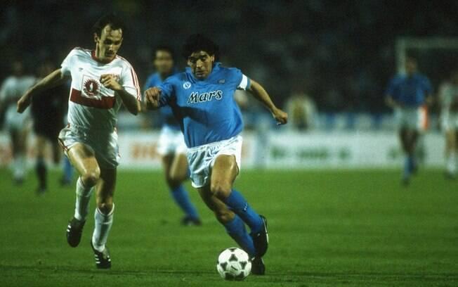 Maradona viveu o auge da carreira no Napoli