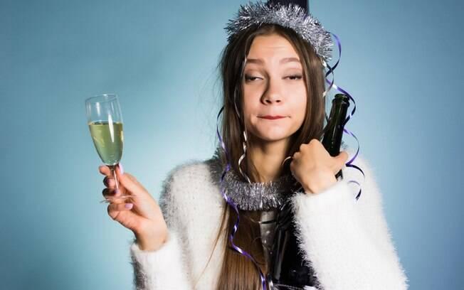 Convidada bêbada rouba a cena em festa de casamento ao fazer o número dois em uma pista de dança