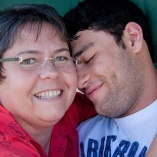 Luiza, mãe de Fernando, conta que fica muito aflita sempre que o filho sai de casa