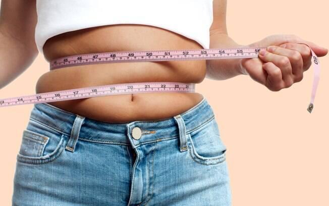 A flacidez na barriga é uma das queixas mais feitas pelas mulheres, mas uma junção de hábitos ajuda a combatê-la