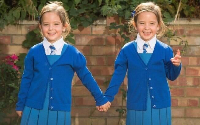 Gêmeas, hoje com quatro anos, estão animadas para começar as aulas em setembro,  início do ano letivo no Reino Unido