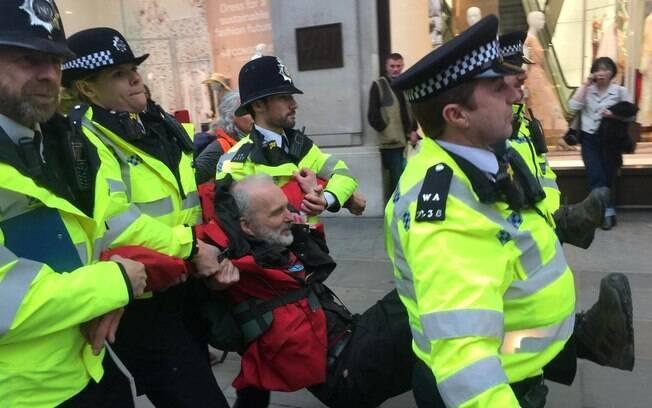Manifestantes continuaram com os protestos até a próxima segunda (22)