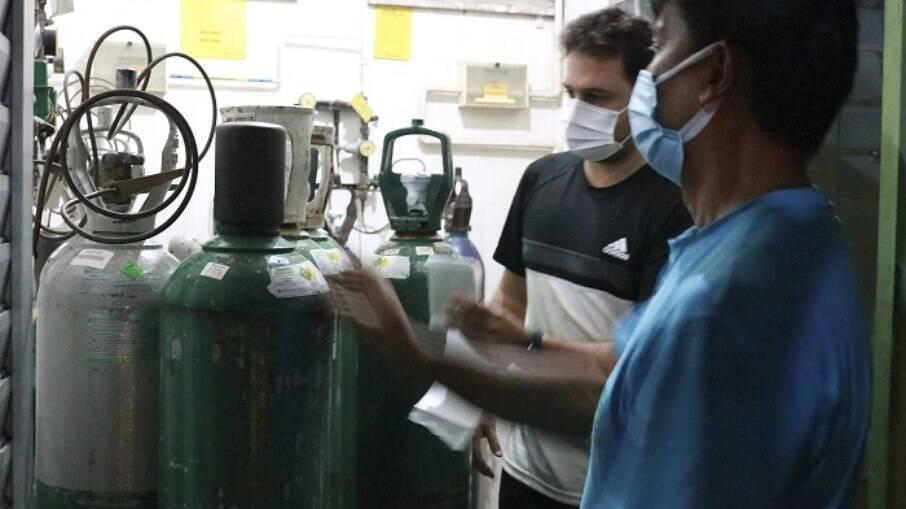 Entrega de oxigênio em maternidade de Manaus em janeiro de 2021