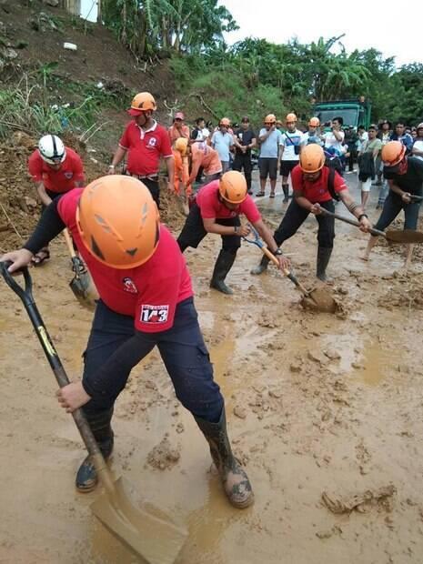 Equipes de resgate continuam à procura dos desaparecidos nas regiões norte e central das Filipinas, após passagem de tempestade