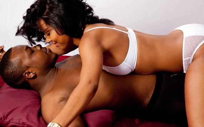 Carícia nos testículos devem ser feitas com muito cuidado e atenção, já que se trata de região muito sensível dos homens