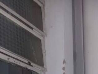 Vidro do quartel foi atingido por disparo