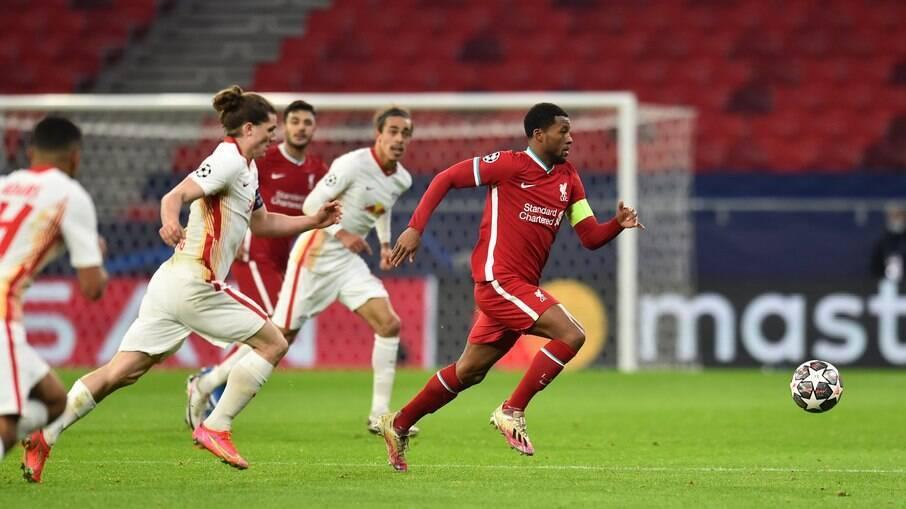 Liverpool vence e avança às quartas da Champions