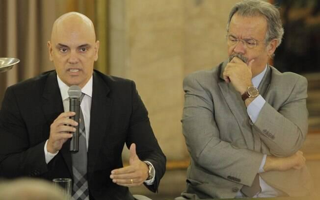 Ministro da Justiça, Alexandre Moraes, ao lado do ministro da Defesa, Raul Jungmann