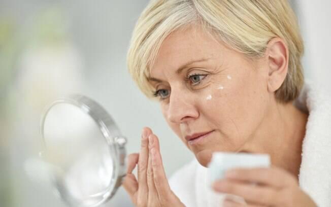 Os cuidados com a pele são muito importantes em qualquer idade, mas são ainda mais essenciais na fase madura da vida