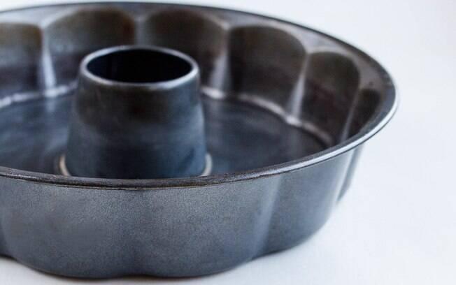 A de silicone é mais prática, mas a de alumínio é mais clássica