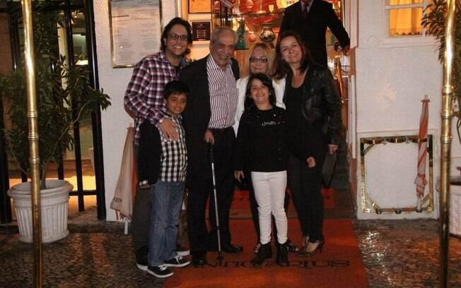 Lúcio Mauro reuniu a família toda para jantar em um restaurante português, no Rio
