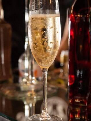 Champagne com caviar de ouro é novidade oferecida pela Cia do Rizzo