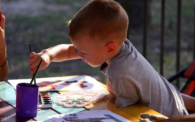 Dia das Crianças não precisa ficar apenas na entrega de um presente e pode ser aproveitado por toda a família