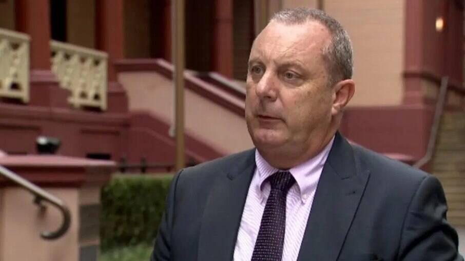 Deputado renuncia ao contratar garota de programa em meio à sessão na Austrália