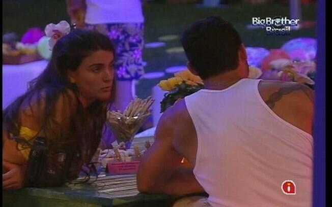 Laisa critica João Maurício em conversa com Yuri
