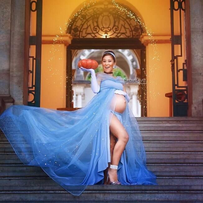 grávida vestida de cinderela