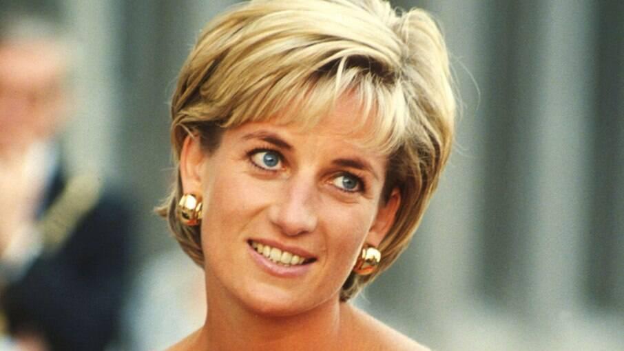 Princesa Diana chegou ao hospital duas horas após o acidente