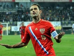 Shirokov celebra gol marcado em duelo com o Azerbaijão