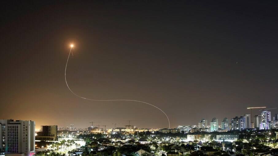 Israel diz que interceptou a maioria dos mísseis