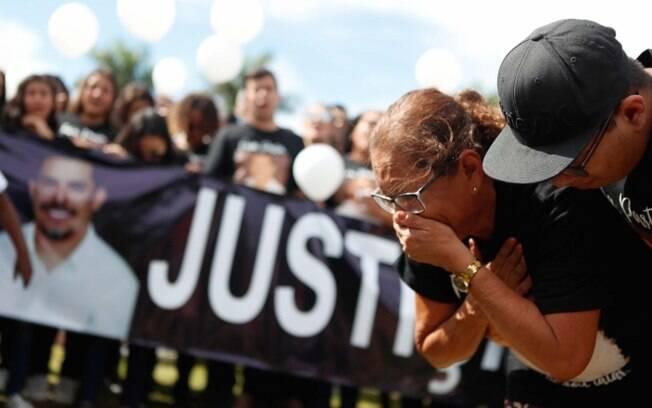 A mãe do pastor Anderson, Maria Edna Virgínia do Carmo, participa de protesto neste domingo e fala sobre Flordelis