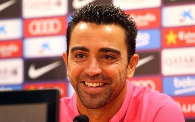 Xavi Hernández, hoje no Catar, criticou as contratações do Barcelona e revelou seu preferido entre Messi e CR7