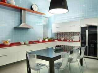 Cozinhas abertas exigem um bom sistema de exaustão para não engordurar outros ambientes