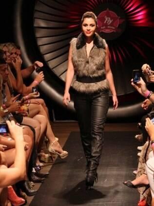 Maria Melilo desfila look outono/inverno 2012 da Planet Girls