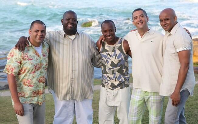 Sem Péricles e Thiaguinho, o Exaltasamba voltará em 2016 com Thell, Brilhantina e três novos cantores