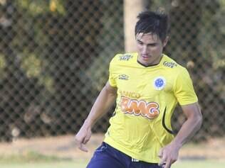 Apresentado há dez dias, Willian pode estrear pelo Cruzeiro no clássico de domingo