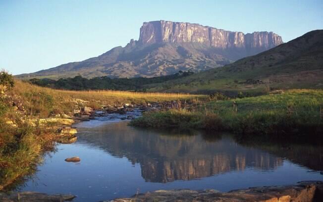 A majestosa montanha Kukenan marca paisagem de Roraima