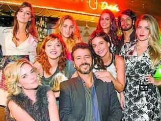 Como Raul, ator volta a viver personagem cercado por mulheres