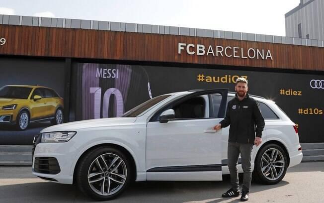 Audi entrega o SUV Q7 para o atacante argentino Lionel Messi