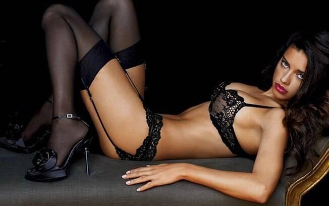 Agora, as mulheres que chegam ao seu consultório em Beverly Hills querem ter o corpo e os seios fartos da top Adriana Lima, que já foi eleita uma das mulheres mais sexy do mundo pela revista masculina 'Maxim'
