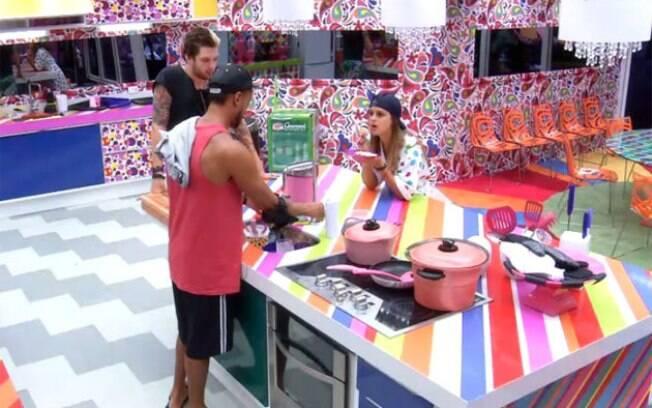 Angela, Cassio e Slim conversam sobre affair de Letícia e Marcelo