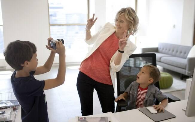 Em família: Carley Roney e os filhos no escritório da companhia que fundou com o marido