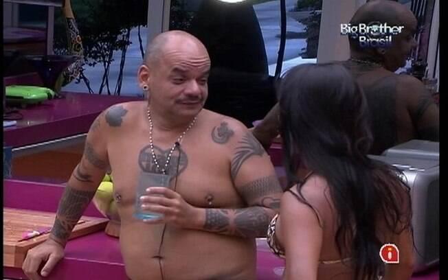 João Carvalho e Kelly discutem sobre a quantidade de arroz